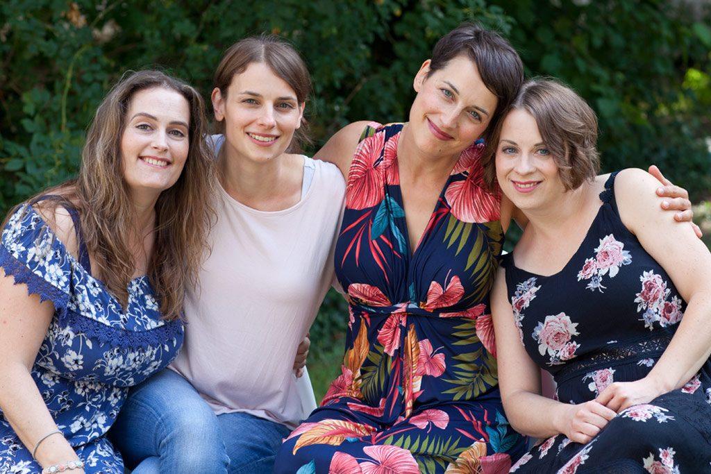Familienportrait von vier Schwestern