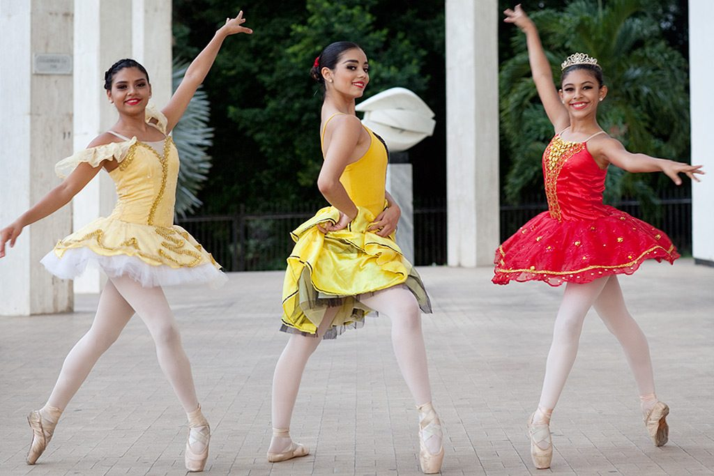 Junge Tänzerinnen in Managua