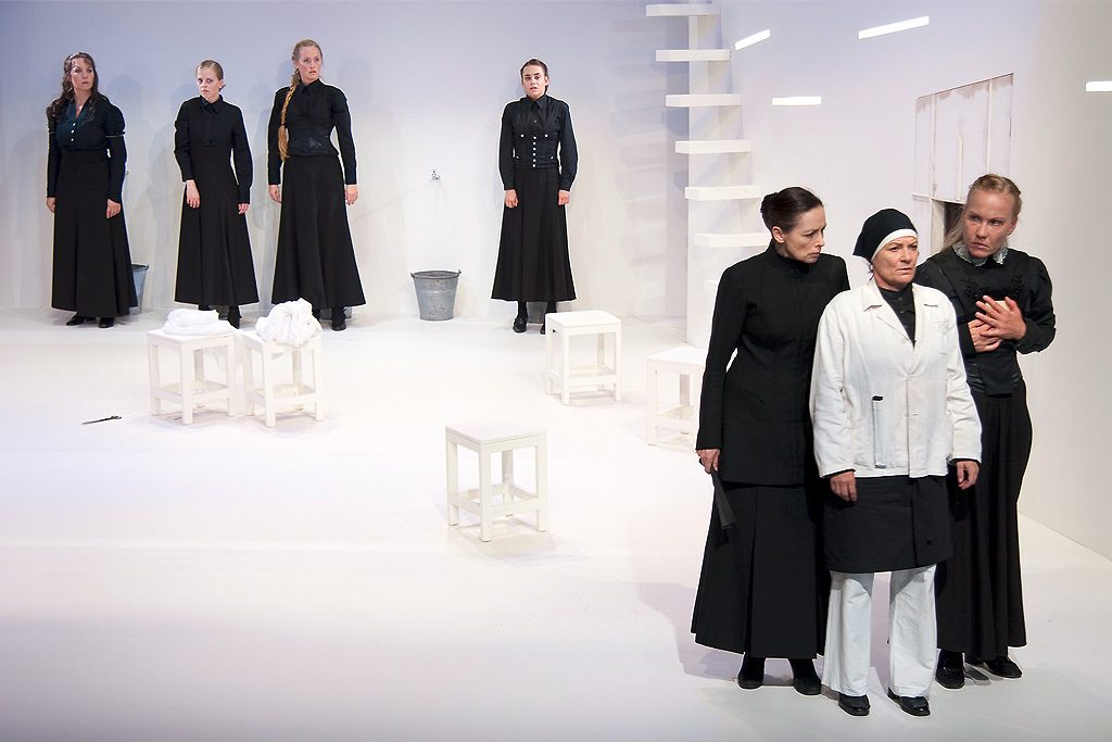 Szene aus »Bernarda Albas Haus«, Theater Paderborn