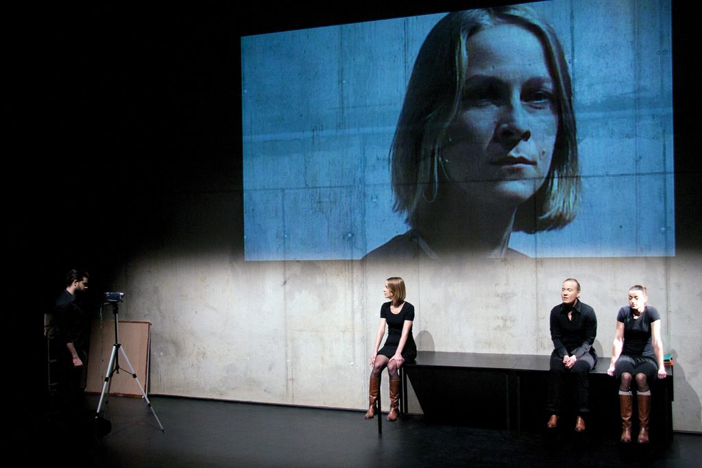 Szene aus »Dorfschönheit«, Theater Paderborn